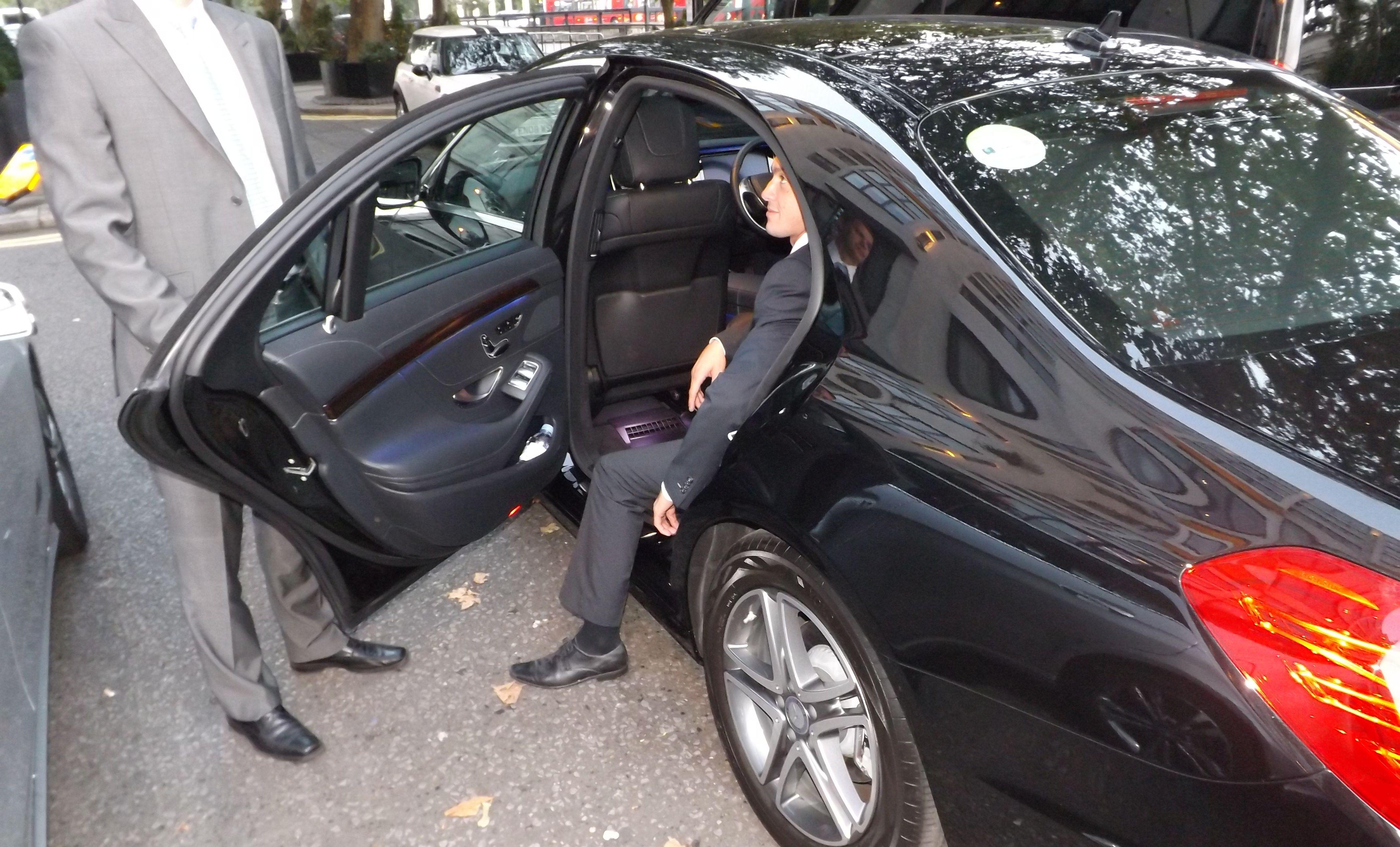 Аренда авто в Санкт Петербурге с водителем
